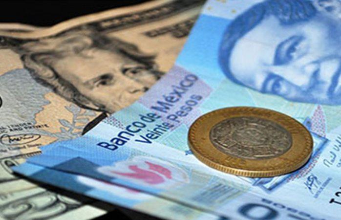 Inicia semana con dólar en $17.60 en promedio en el aeropuerto