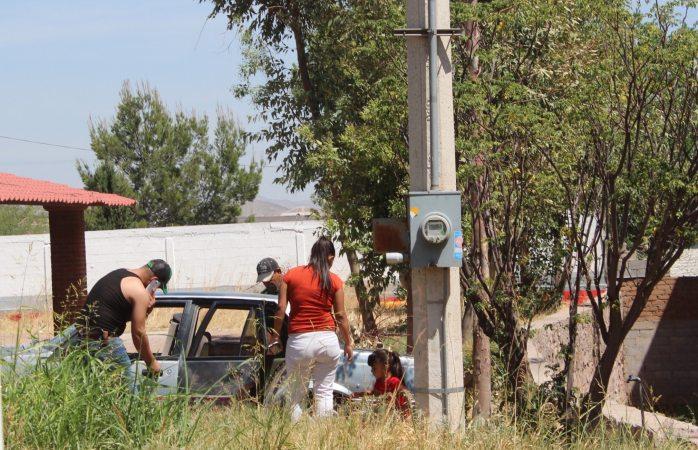 Sacan ciudadanos agua potable de toma clandestina