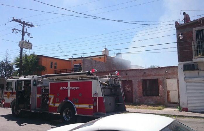 Sofocan bomberos incendio de pasto en la colonia Granjas