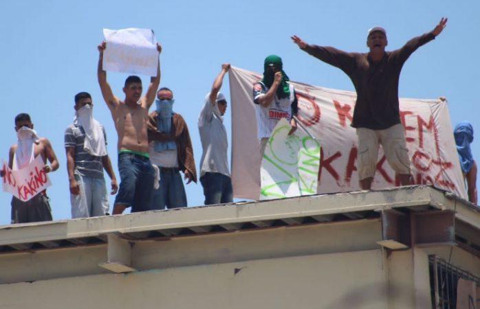 Disturbios y detonaciones al interior del penal Topo Chico