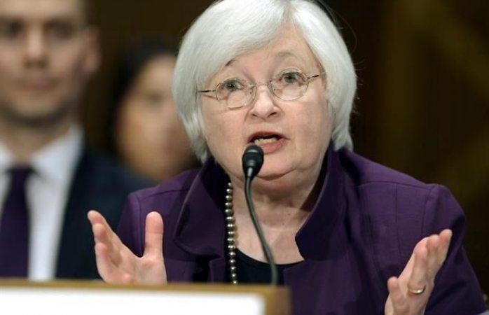Sube Fed tasas en EU; baja dólar