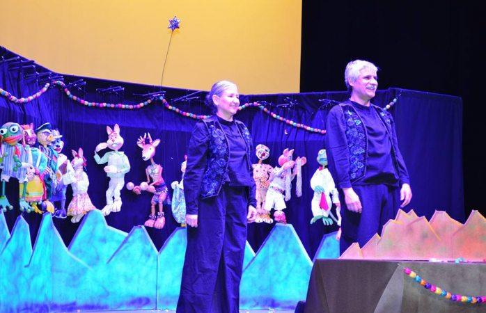Clausuran Muestra Municipal de Teatro con función de títeres Nahuales Danzarines