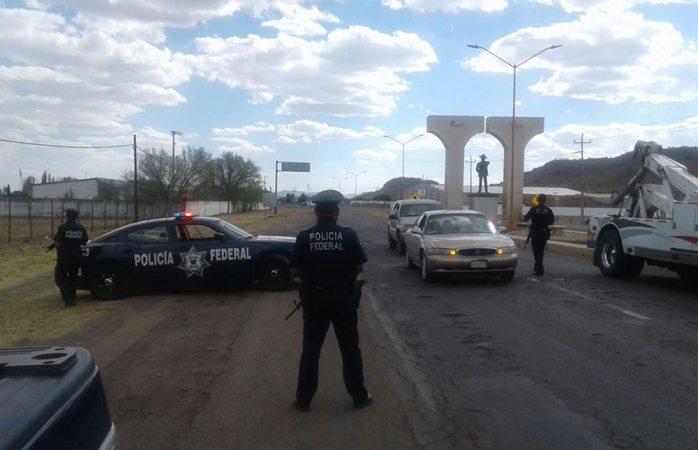 Colocan federales retén en la carretera Cuauhtémoc-Bachíniva
