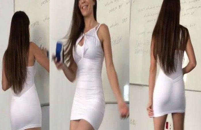 Sexy maestra baila a sus alumnos para que aprendan