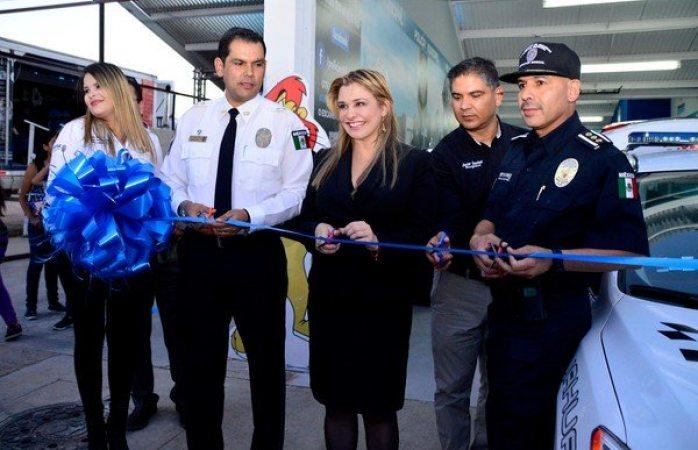 Inauguran stand de la policía municipal en la feria
