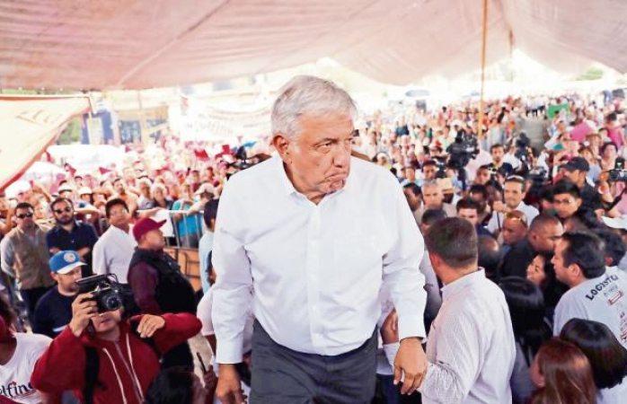 Agreden a huevazos a López Obrador en Veracruz
