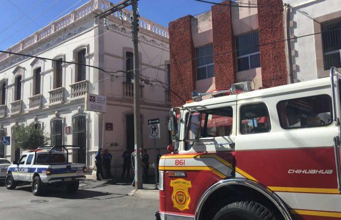 Moviliza a bomberos sobre carga en tanque de mil litros de gas