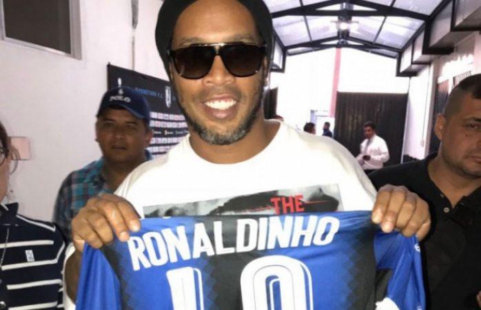 Ronaldinho se vuelve a poner Gallo
