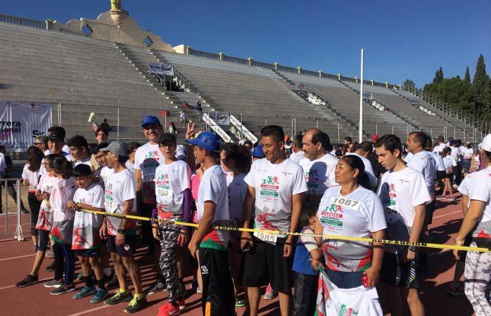 Participan 100 corredores en carrera nacional por la salud