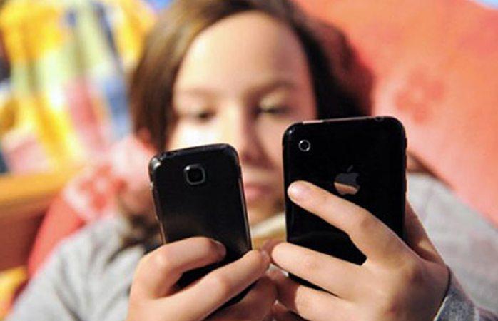 Causa nomofobia uso excesivo de móviles