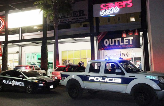 Intentan asaltar local en plaza Saucito