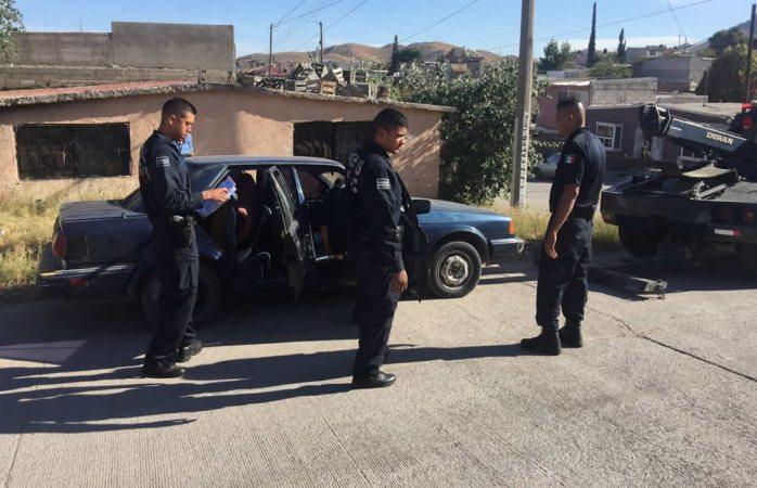 Recuperan policías en la calle J. J. Calvo un auto robado