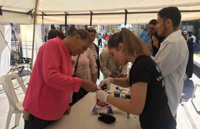 Ofrecen prueba gratis de glucosa en Plaza de Armas