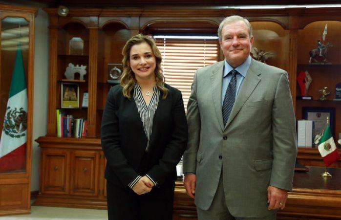 Recibe Maru Campos a Donald Margo alcalde de El Paso