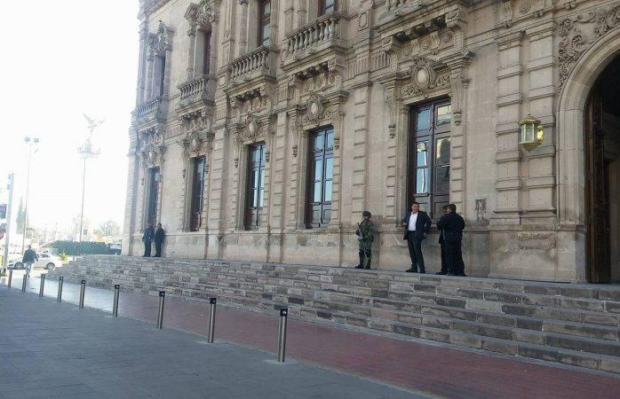 Realizan reunión de seguridad en palacio de gobierno