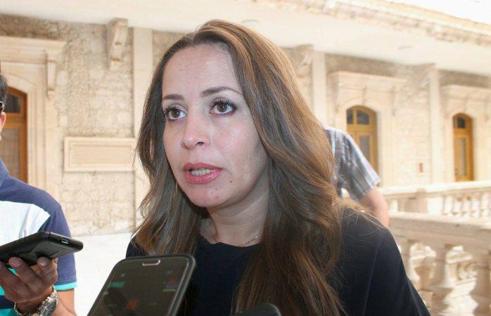 Atiende Stefany Olmos 3 denuncias por irregularidades en educación