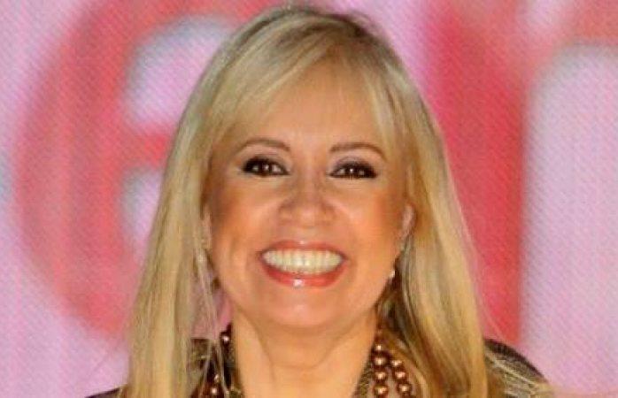 Carla Estrada da la cara sobre el Prosticatálogo que le adjufican
