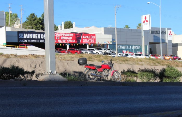 Abandonan motocicleta en periférico de la Juventud