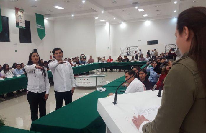 Toma protesta mesa directiva de Jovenes X México