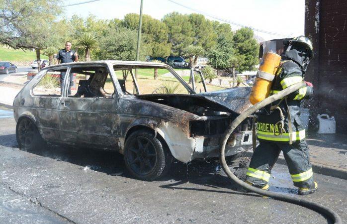 Se incendia vehículo en la Ocampo