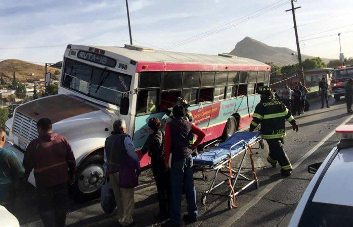 En Vivo: queda encampanado camión en la vialidad Ch-P