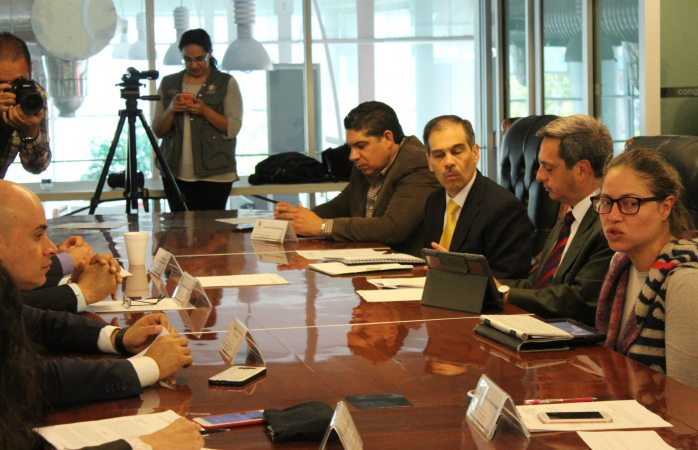 Analizan Peniche y diputados crear fiscalía para periodistas