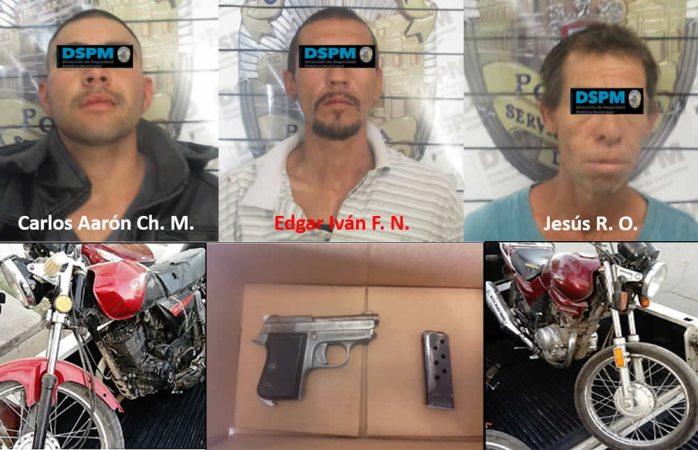 Aseguran municipales a tres armados con motos robadas