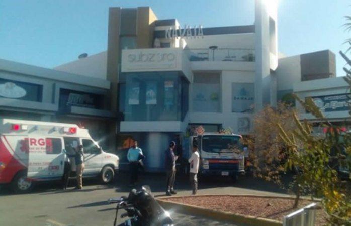 Balean a 4 en plaza comercial de Juárez; muere uno