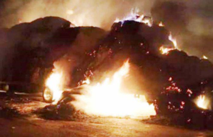 Se incendia camión cargado de pastura en Cuauhtémoc