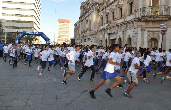 Participan más de 900 estudiantes en carrera corro por mi escuela