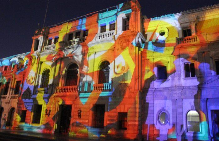 Emociona a cientos el videomaping en Plaza de Armas
