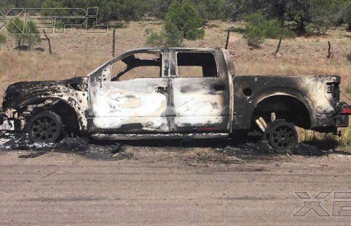Hallan un muerto y 3 camionetas quemadas en El Alamillo