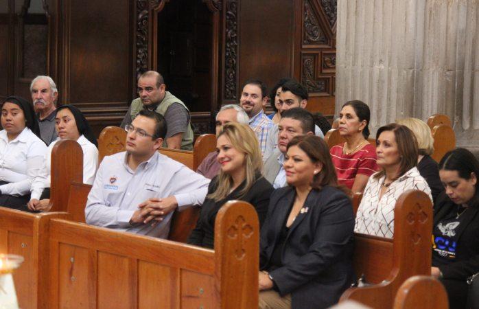 Asisten funcionarios municipales a misa por aniversario de la ciudad