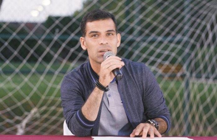 Quieren a Rafa Márquez para el Club de Cuervos cuarta temporada