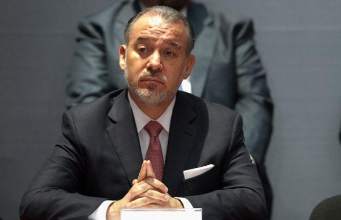 Renuncia Raúl Cervantes a la PGR