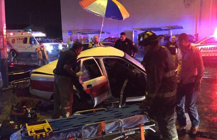 Aparatoso accidente vial deja cuatro lesionados en la Flores Magon