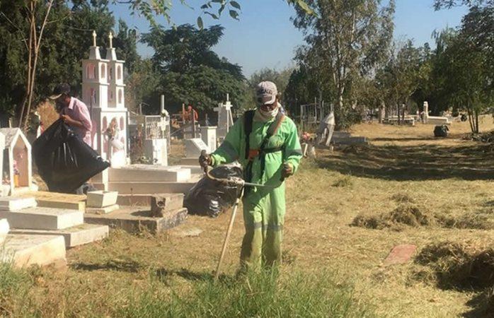 Retiran más de 419 toneladas de basura de panteones municipales
