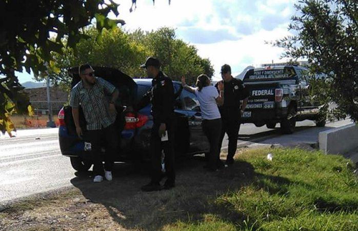 Decomisan vehículos de uber policías federales en el aeropuerto