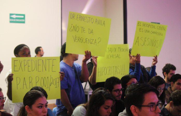 Denuncian en congreso de medicina negligencia en el Central