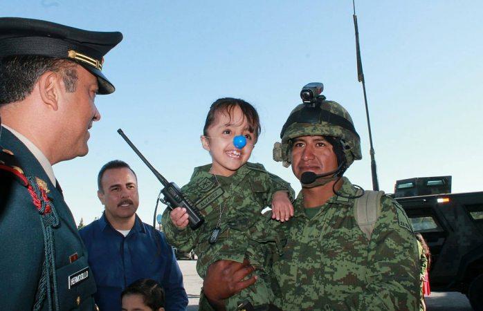 Cumple Jathziry su sueño de ser soldado por un día