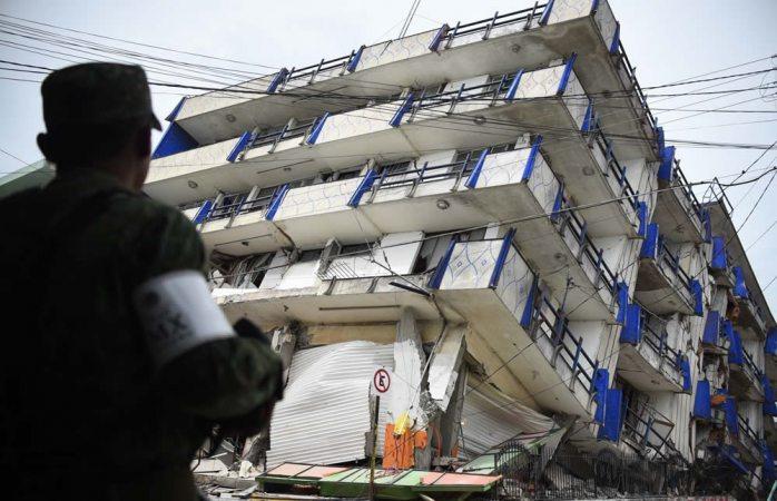 Suman 98 muertos por sismo de 8.2 grados en México