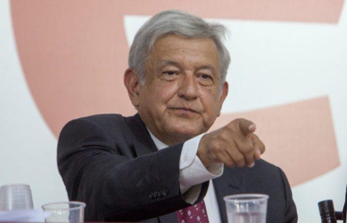 Amlo pide a Monreal si quedarse con el cambio o con el régimen de corrupción
