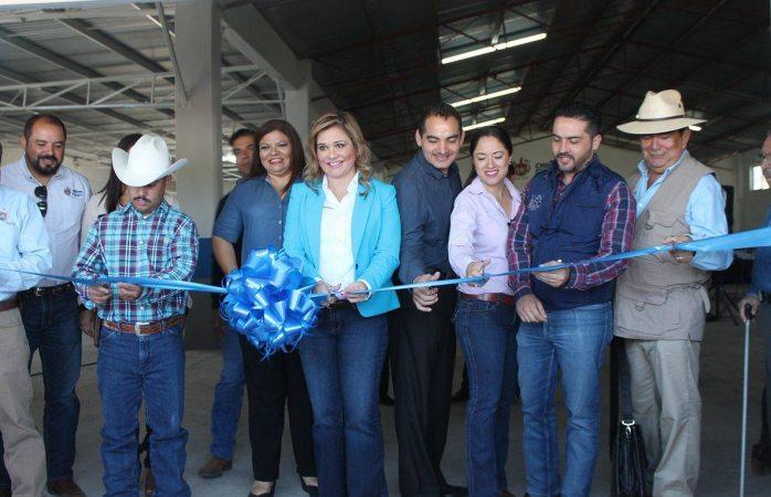 Inaugura Maru Campos salón en El Charco
