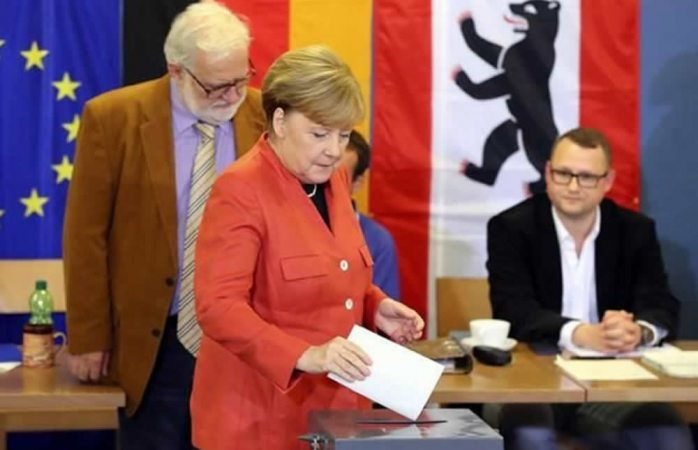 Logra Merkel cuarto mandato seguido en Alemania