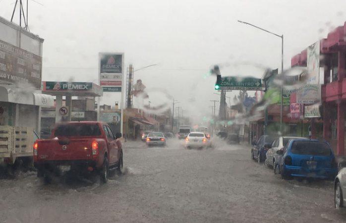 Sorprende aguacero en ciudad Camargo