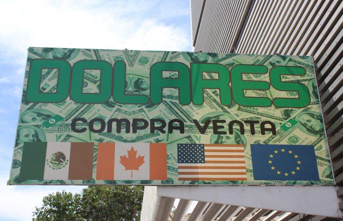 Dólar inicia en 18.67 pesos a la venta en bancos capitalinos