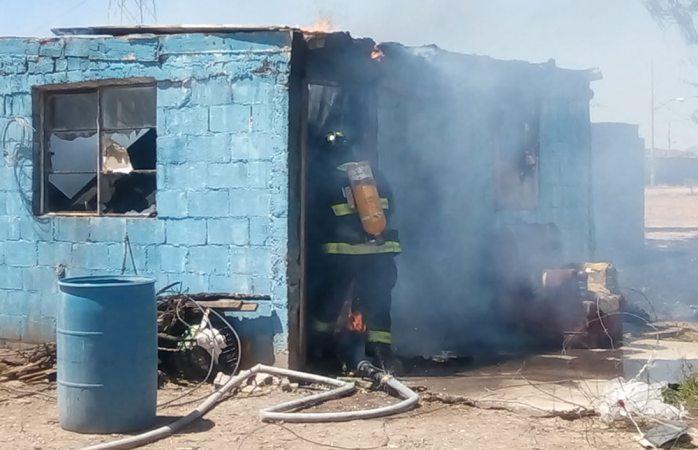 Fuego consume cuarto en Valles del Sur