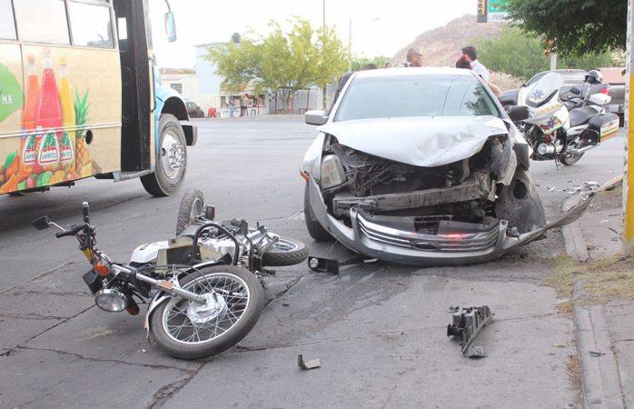 Omite semáforo y provoca aparatoso accidente en el R. Almada