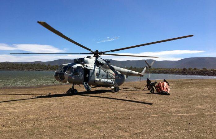Helicóptero de sedena es usado para sofocar incendio en Madera