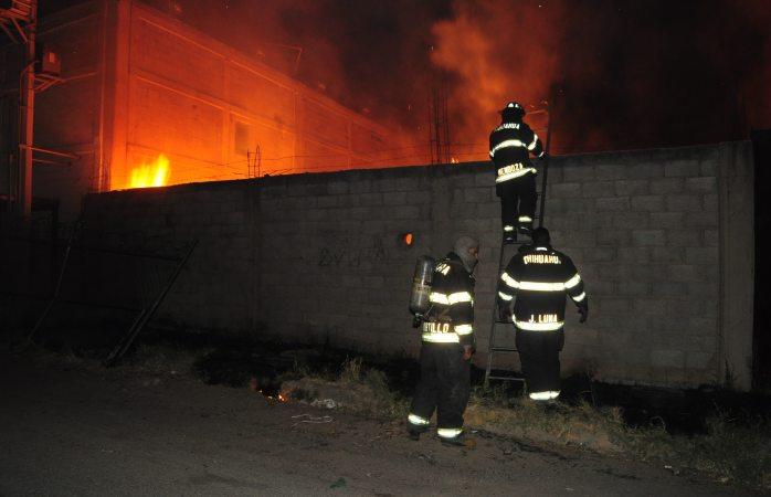 Incendio de pasto moviliza a bomberos